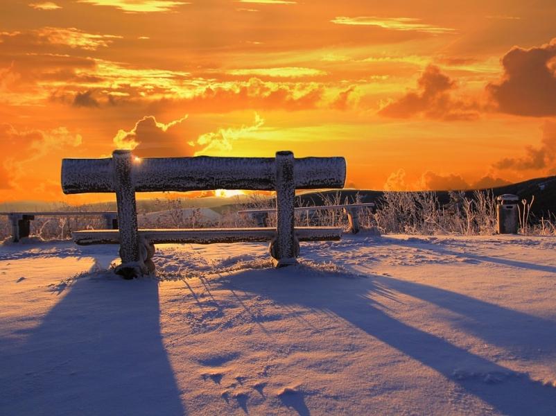 ic_large_w900h600q100_tramonto-neve.jpg